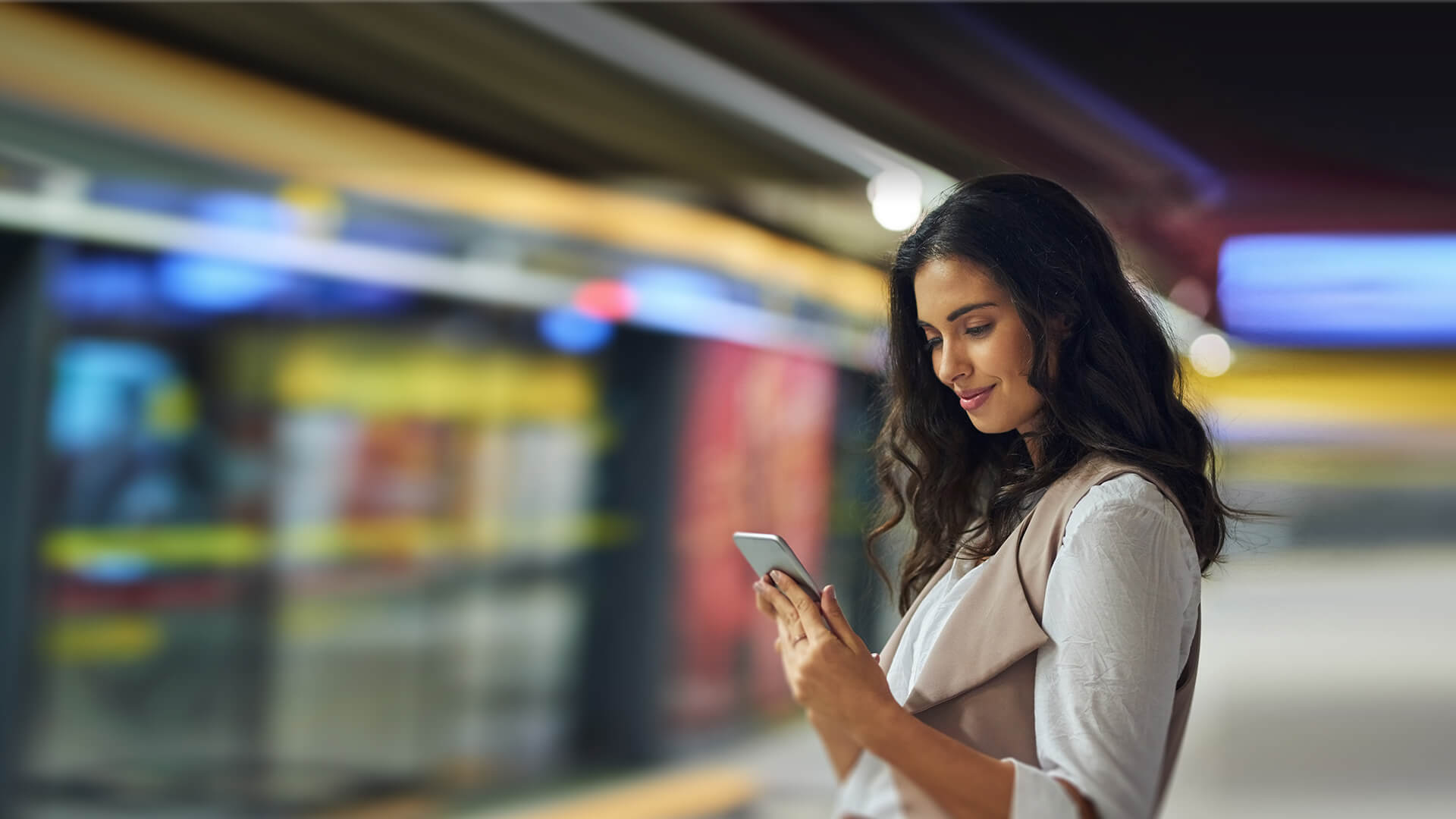 Indian single woman dating online on eharmony while waiting for the metro in Canada